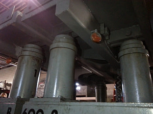 600 Ton Riggers Mfg Hydraulic Gantry Crane 1