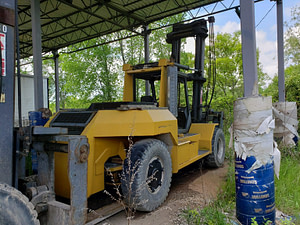 30,000lb Taylor Air Tire Forklift For Sale 15 Ton